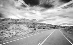 Foto blanco y negro de una carretera nacional Imagen de archivo libre de regalías
