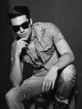 foto blanco y negro del modelo masculino joven Fotos de archivo libres de regalías