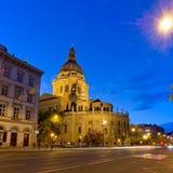 Foto blu di ora della basilica di St Stephen nella città di Budapest Fotografie Stock