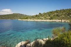 Foto bonita da natureza e da paisagem do dia de verão ensolarado no mar de adriático em Dalmácia, Croácia, Europa Imagens de Stock