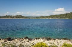 Foto bonita da natureza e da paisagem do dia de verão ensolarado no mar de adriático em Dalmácia, Croácia, Europa Imagem de Stock Royalty Free