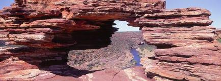 Foto che guarda attraverso la finestra della natura, parco nazionale di Kalbarri, Australia occidentale immagine stock