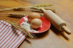 Foto clásica con los productos del trigo Imagen de archivo libre de regalías