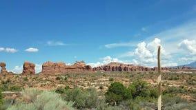 Foto común de la formación de roca roja, parque nacional de los arcos almacen de video
