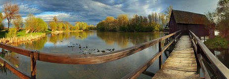 Foto común: Landscepe del resorte con el watermill Imagen de archivo libre de regalías