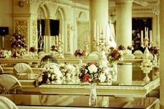 Foto común - sitio y sala de estar magníficos de lujo de Dinning Imágenes de archivo libres de regalías
