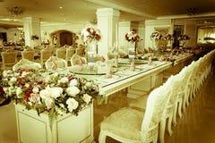 Foto común - sitio y sala de estar magníficos de lujo de Dinning Imagen de archivo libre de regalías