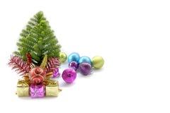 Foto común: Tarjeta de Navidad con el abeto y decoración en brillo Imágenes de archivo libres de regalías