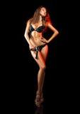 Foto completa do comprimento da mulher adulta 'sexy' na roupa interior e no pist pretos Fotografia de Stock Royalty Free