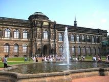 Foto con un fondo della galleria architettonica dei vecchi maestri dei musei delle strutture a Dresda Fotografia Stock Libera da Diritti