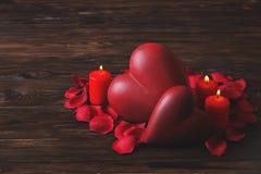 Foto concettuale del suggerimento di proposta di impegno o di nozze con le candele nella forma di cuore St Giorno del ` s del big fotografia stock