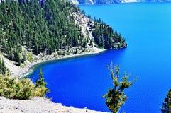 Foto conservada em estoque: A vista bonita do lago crater Imagens de Stock Royalty Free