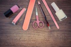 Foto, cosméticos y accesorios del vintage para la manicura o la pedicura, concepto de cuidado del clavo Foto de archivo libre de regalías