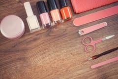 Foto d'annata, cosmetici ed accessori per il manicure o il pedicure, concetto di cura dell'unghia, spazio della copia per testo Immagini Stock Libere da Diritti