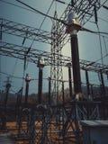 Foto d'annata delle linee elettriche ad alta tensione immagini stock