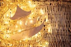 Foto d'annata di umore di Natale con le luci dell'oro immagine stock