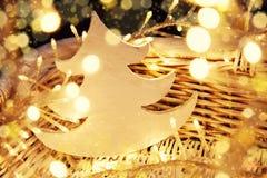 Foto d'annata di umore di Natale con le luci dell'oro immagini stock libere da diritti