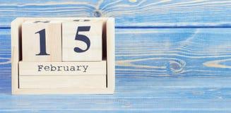 Foto d'annata, il 15 febbraio Data del 15 febbraio sul calendario di legno del cubo Fotografia Stock Libera da Diritti