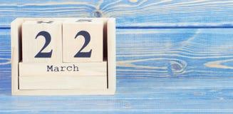 Foto d'annata, il 22 marzo Data del 22 marzo sul calendario di legno del cubo Fotografia Stock Libera da Diritti