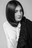 Foto da alta-costura da mulher elegante na camisa branca e no juc preto Foto de Stock Royalty Free