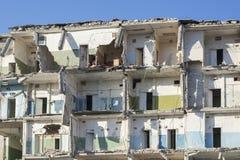 Foto da construção destruída, o tema da guerra imagem de stock