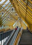 Foto da escada rolante na ponte sobre o Mosco Imagem de Stock