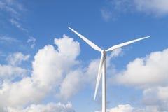 Foto da instalação das energias eólicas no dia ensolarado Imagem de Stock Royalty Free