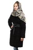 Foto da jovem mulher no casaco de pele preto Imagens de Stock Royalty Free