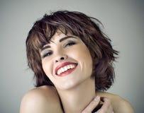 Foto da mulher de riso bonita fotografia de stock royalty free