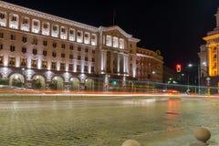 Foto da noite da construção do Conselho de Ministros em Sófia, Bulgária Foto de Stock