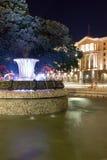 Foto da noite da fonte na frente da construção da presidência em Sófia, Bulgária Fotos de Stock Royalty Free