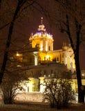 Foto da noite da igreja em Lviv Fotos de Stock Royalty Free
