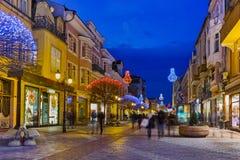Foto da noite da rua central da cidade de Plovdiv, Bulgária Foto de Stock Royalty Free