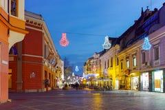 Foto da noite da rua central da cidade de Plovdiv, Bulgária Fotografia de Stock Royalty Free