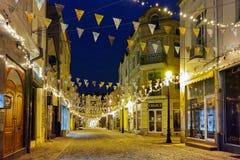 Foto da noite da rua no distrito Kapana, cidade de Plovdiv, Bulgária imagem de stock royalty free