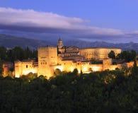 Foto da noite de Alhambra Palace, em Granada, a Andaluzia, Espanha Fotos de Stock Royalty Free