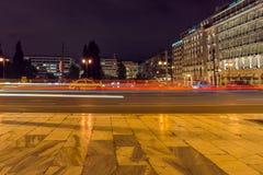 Foto da noite do quadrado do Syntagma em Atenas, Grécia fotos de stock royalty free