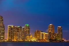 Foto da noite da exposição longa de Miami da chave de Brickell Imagem de Stock Royalty Free