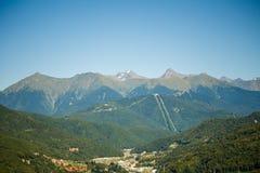 Foto das casas no pé das montanhas Foto de Stock