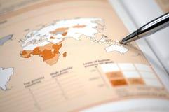 Foto, das Weltfinanz- und auf lagerdiagramm zeigt Lizenzfreie Stockfotos