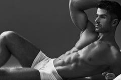 Foto de Black&white del hombre muscular Foto de archivo