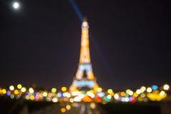 Foto de Bokeh da torre Eiffel na noite em Paris Imagens de Stock Royalty Free