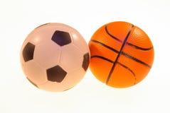 Foto de bolas do futebol e do basquetebol em um fundo claro imagens de stock royalty free