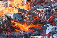 Foto de carvões quentes Fundo Lugar para seu texto fotos de stock royalty free