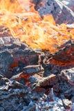 Foto de carvões quentes Fundo Lugar para seu texto foto de stock
