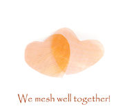 Foto de dos corazones de cobre de la malla ¡El día de tarjeta del día de San Valentín feliz! Imagenes de archivo