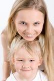 Foto de dos hermanas Foto de archivo libre de regalías