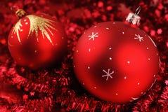 Foto de esferas do Natal sobre o vermelho Fotografia de Stock