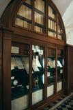 Foto de estantes con los manuscritos, castillo de Nesvizh, Bielorrusia Fotos de archivo