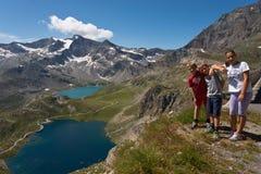 Foto de família na passagem do nivolet no vale de Orco Fotos de Stock Royalty Free
